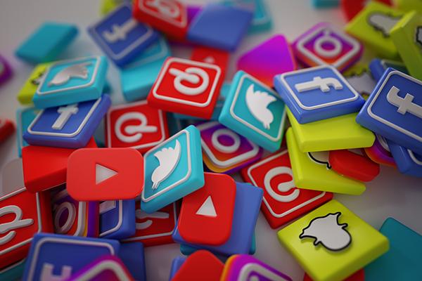 présence sur le web : intégrer vos réseaux sociaux à votre stratégie